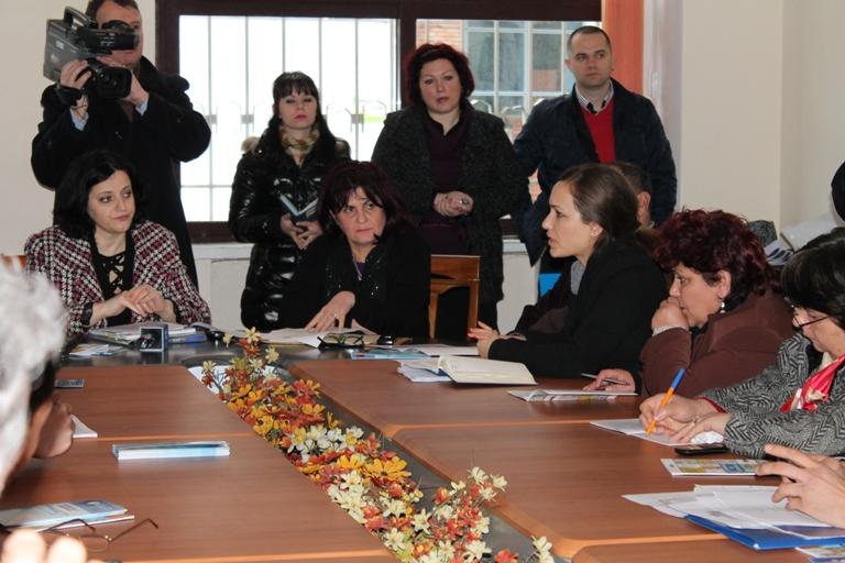 Nënshkrim i marrëveshjes së bashkëpunimit mes Komisionerit për Mbrojtjen nga Diskriminimi dhe shoqatave Rome dhe Egjyptiane, në Bashkinë e Lezhës