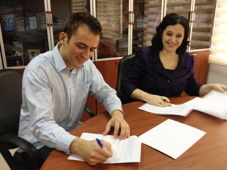 26 Shkurt 2013. Nënshkrimi i Memorandumit të Bashkëpunimit mes Komisionerit për Mbrojtjen nga Diskriminimi dhe Ambasadës PINK / LGBT Pro Shqipëri.