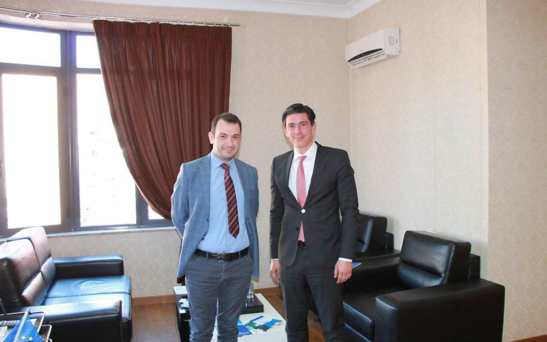 Komisioneri z. Robert Gajda zhvilloi një takim pune me Zv/Ambasadorin e Greqisë në Tirane Z. Grigorios Delavekouras, Këshilltar i Parë.